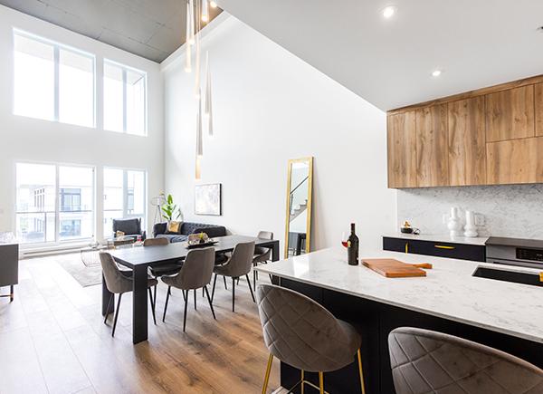 Grand penthouse lumineux et moderne des condos locatifs de L'Aventura.